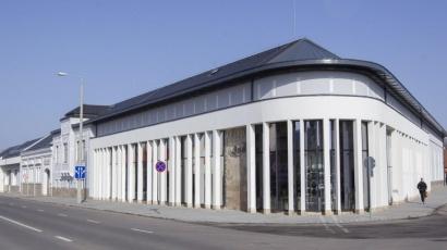 CE Glass Industries referencia Hajdúböszörményi Méliusz Üzletház