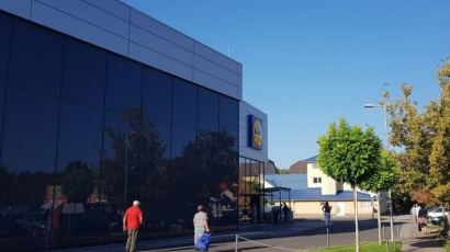 Hungária Boulevard, Budapest - Lidl Ce Glass Industries reference