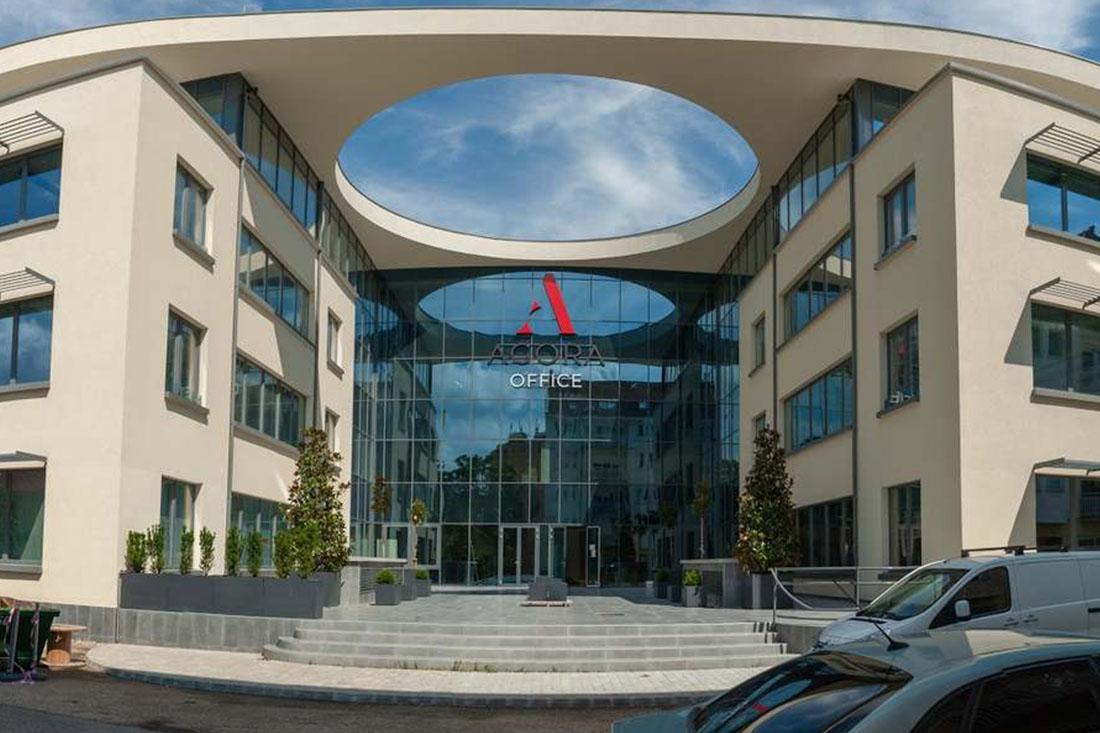 CE Glass referencia Agora irodaház